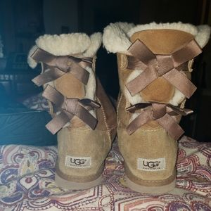 Bailey bow low uggs